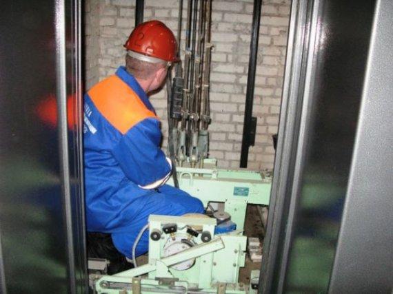 У Цюрупинську завершуються роботи по модернізації ліфтів