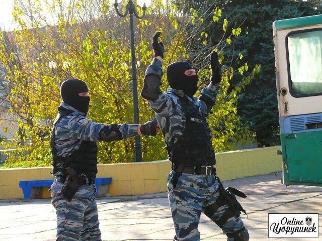 Небывало зрелищным выдались показательные выступления спецподразделения «Беркут» сегодня в Цюрупинске (фото/видео)