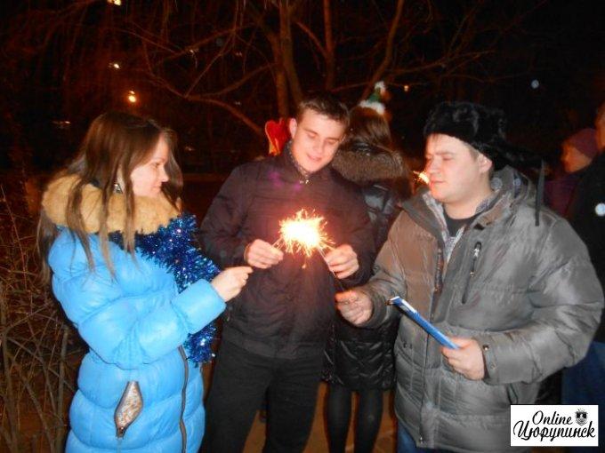 Новый Год в Цюрупинске – Дед Мороз, снегурочка, непонятное зеленое существо и даже бэтмен!