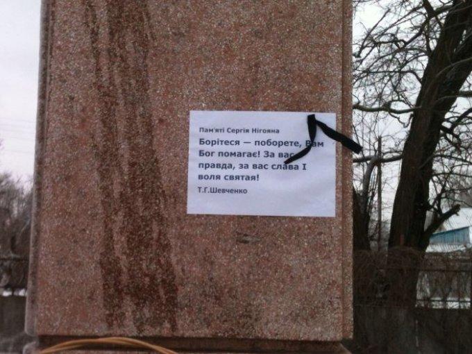 У Ленина в Цюрупинске теперь новые штаны (фото)