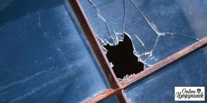 В Цюруписнкой РГА побили окна, а вход облили краской