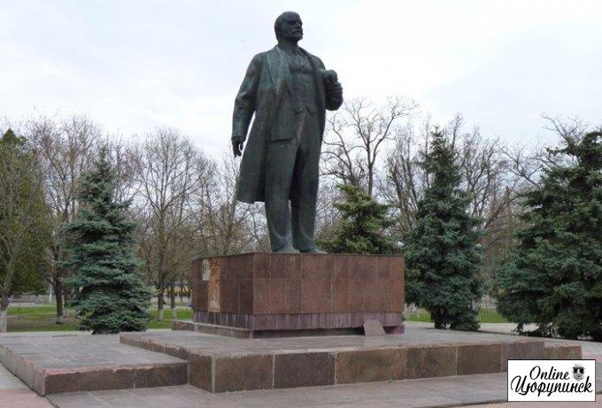 Почему Цюрупинский мэр не желает искать украденного Ленина?