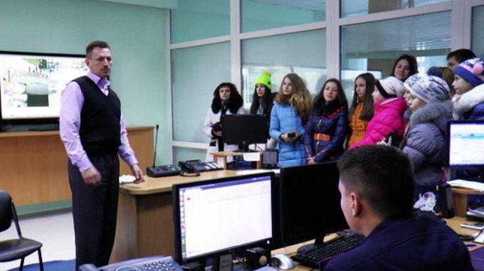 Для школярів Цюрупинського району міліціонери провели урок патріотизму