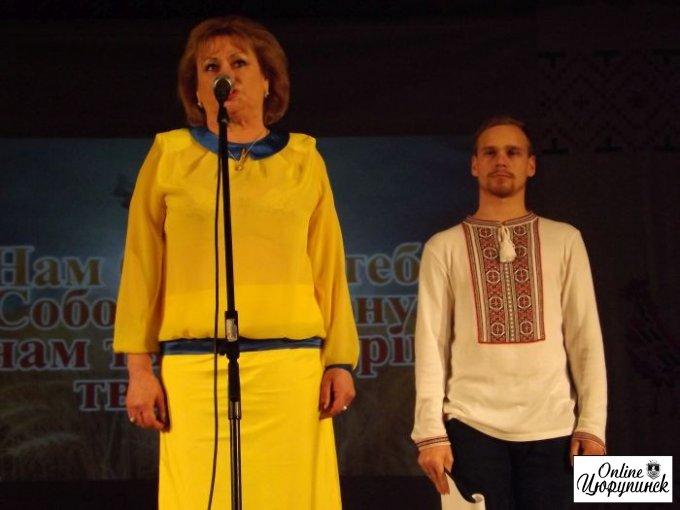 В Цюрупинске волонтеры отказались брать грамоты из рук перекрасившихся регионалов