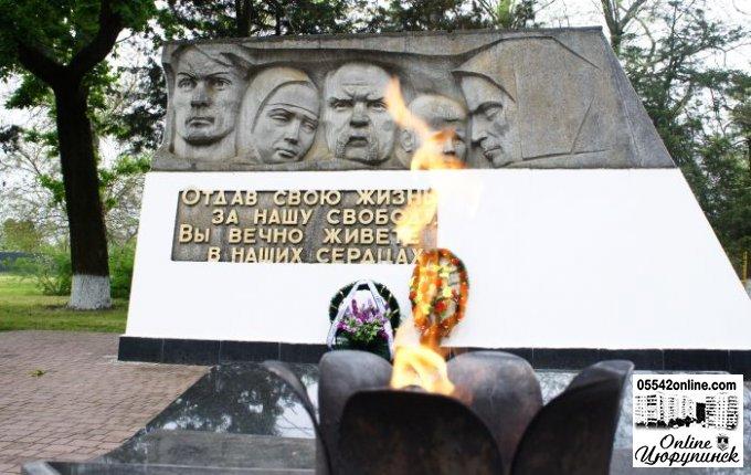 """Урочиста лінійка у """"Парку Слави"""" біля пам'ятника загиблим воїнам (фото)"""