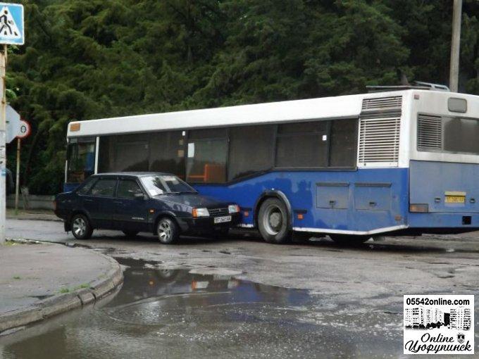 В Цюрупинске автобус не разминулся с легковушкой