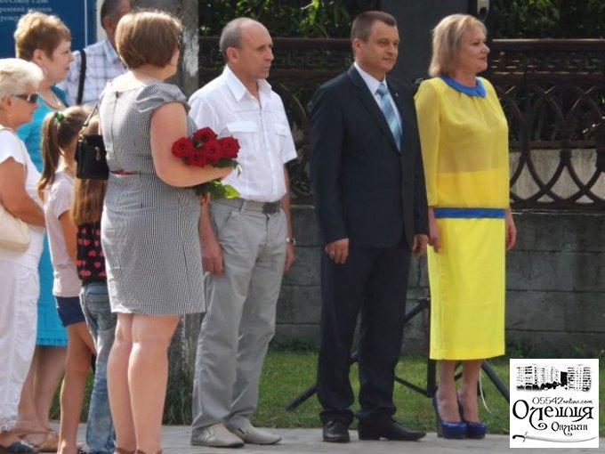 """В Цюрупинске на день государственного флага Ларисе Снигур кричали """"Ганьба"""""""