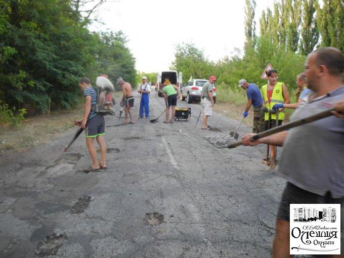 Громада села Козачі Лагері розпочала ремонтувати дорогу (видео)