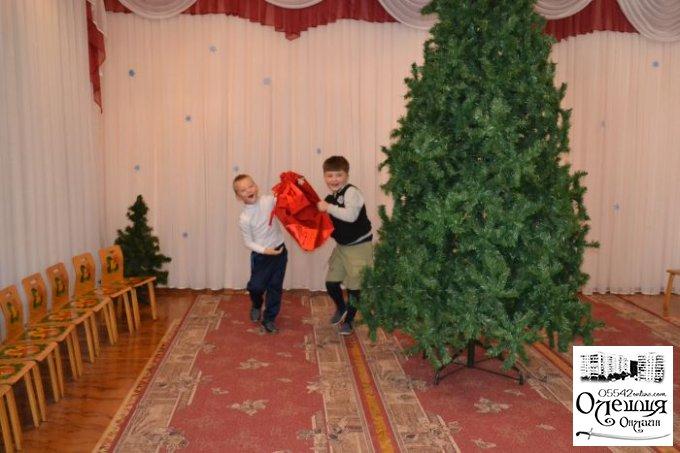 Святий Миколай традиційно завітав до дошкільнят міста Цюрупинська