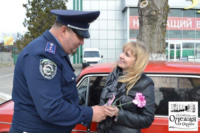 Квіти замість покарання для жінок-водіїв у Цюрупинську (відео)