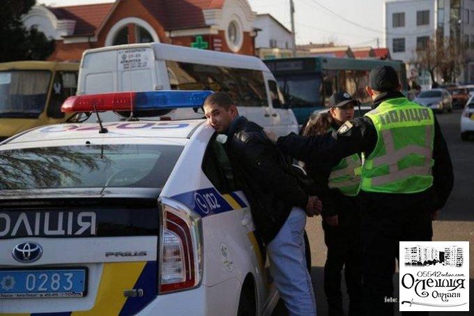 """В центре Херсона легковушка врезалась в автобус """"Херсон-Цюрупинск"""", есть пострадавшие (ФОТО)"""