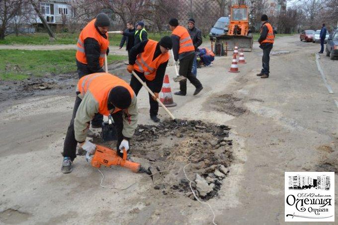 У Цюрупинську триває плановий ремонт доріг та процес грейдерування вулиць (фото)