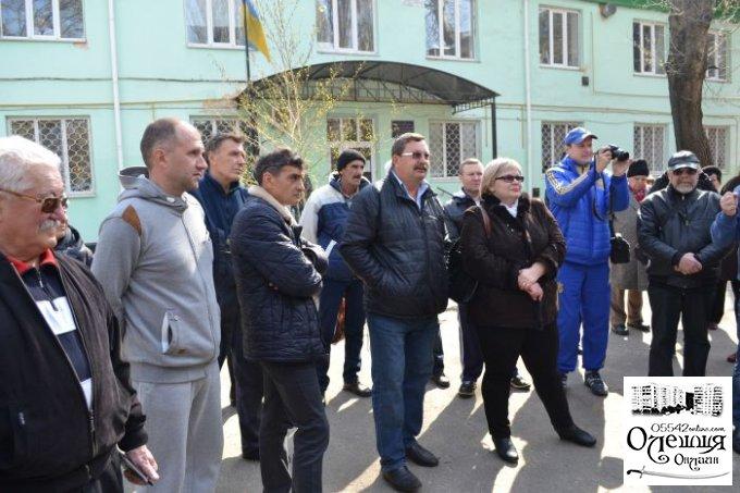 Акция цюрупинских общественников возле местной стоматполиклиники (фото)