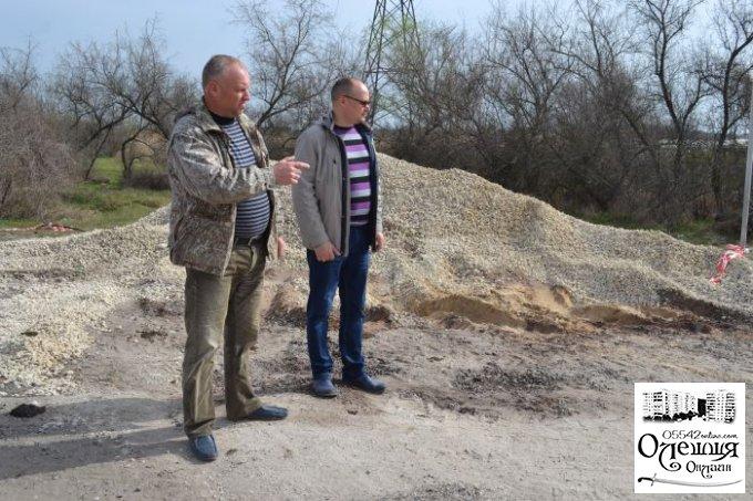 Депутати та місцеве населення особисто контролюють ремонтні роботи у Цюрупинську