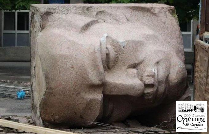 У Херсоні демонтували пам'ятник Цюрупе