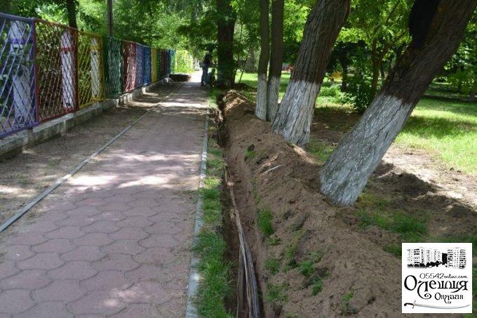 """Розпочались роботи по облаштуванню парка біля магазину """"Наталі"""""""