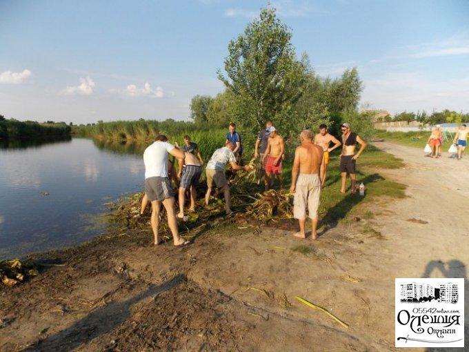 Жители Хуторища оперативно вышли на субботник (фото)