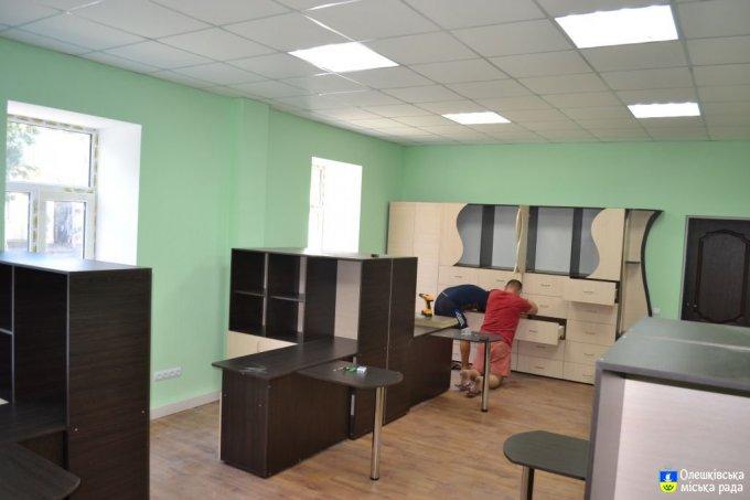 Завершуються ремонтні роботи з упорядкування приміщення Олешківського міського центру надання адміністративних послуг (фото)