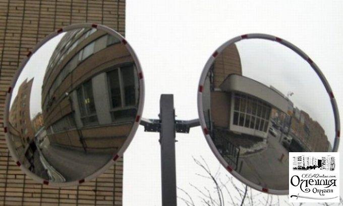 На опасных перекрестках в Олешках хотят установить зеркальные сферы