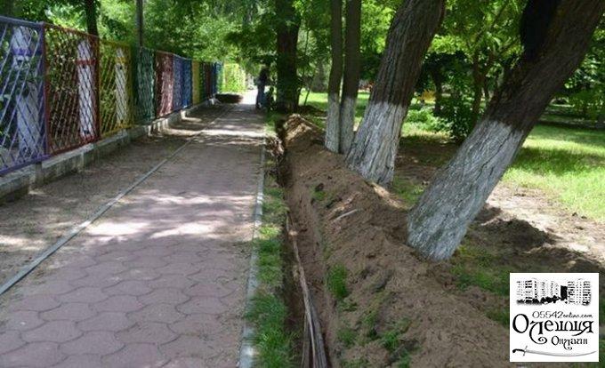 Продолжается монтаж освещения в парке на жилпоселке