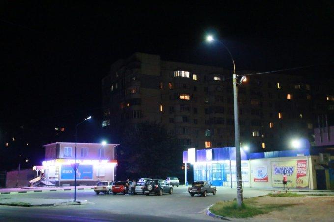 На жилпоселке в Олешках становится значительно светлее (фото)