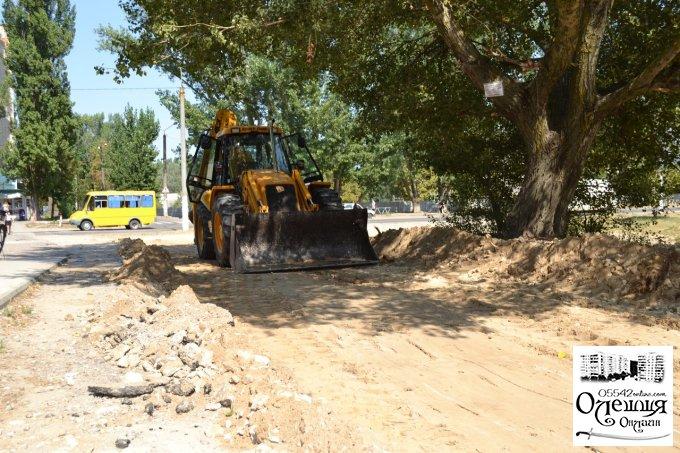 Жителі міста Олешки нарешті дочекались нового асфальту біля свого будинку