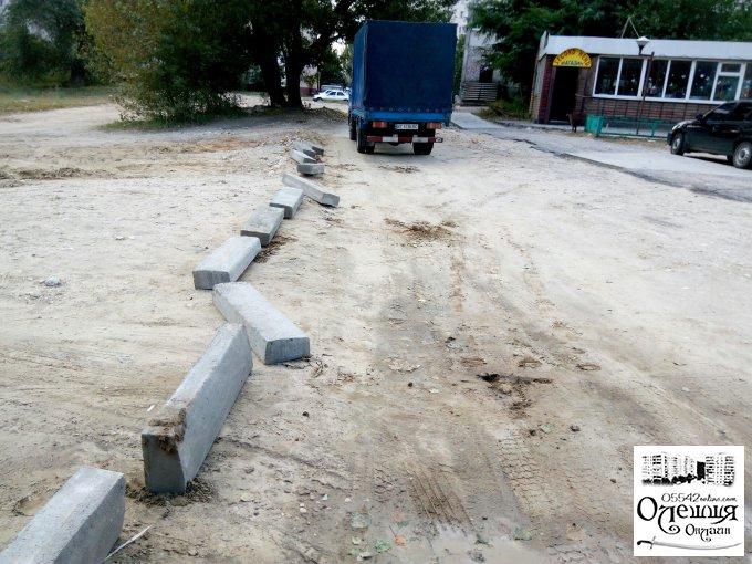 В Олешках відновлено будівництво під'їзду до багатоповерхових будинків