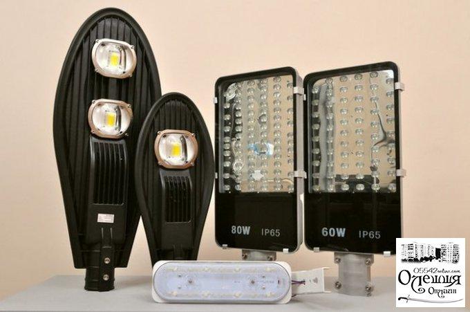 В Олешках продовжується монтаж нових мереж вуличного освітлення