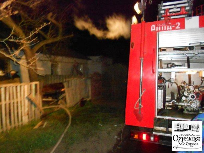 В Олешках згорів комишаний будинок