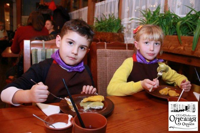 Як дiти в Олешках до ресторану ходили вареники ліпити