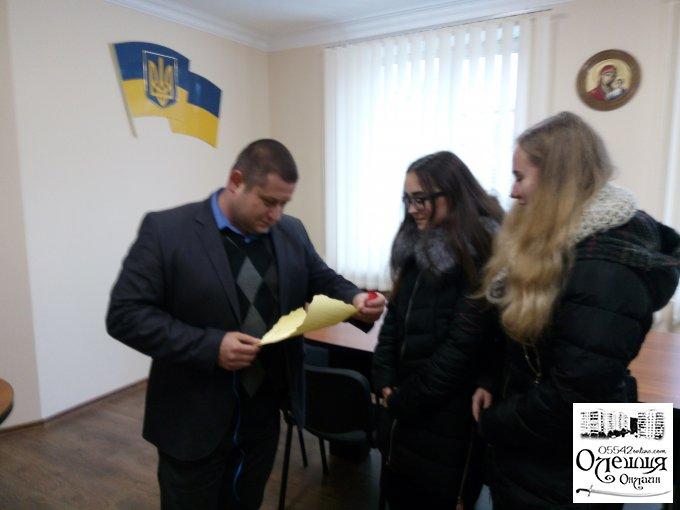 Діти в Олешках запрошують на благодійний ярморок