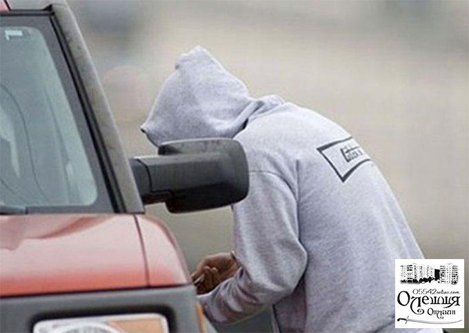 Двое жителей Олешек угнали автомобиль, чтобы доехать на нем домой