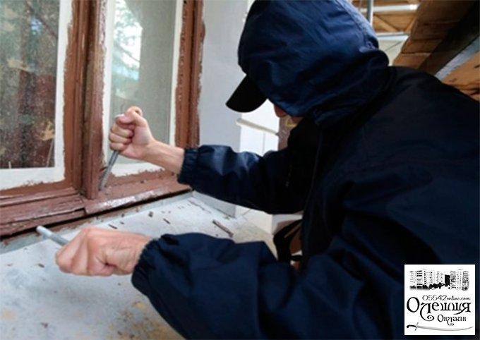 В Олешковском районе воры обокрали тюремщика