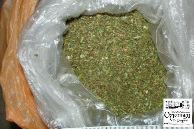 Полицейские изъяли наркотики у жителя Олешковского района