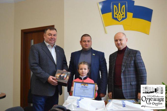 В Олешках нагородили переможців конкурсу на кращий слоган
