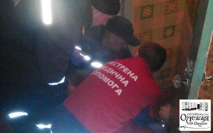 В Олешках жертву инсульта вызволяли спасатели