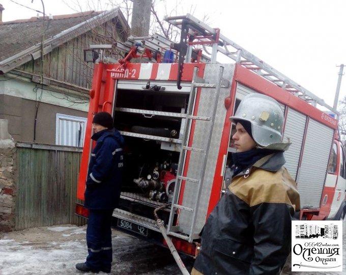 Олешківські рятувальники ліквідували пожежу на газовій трубі