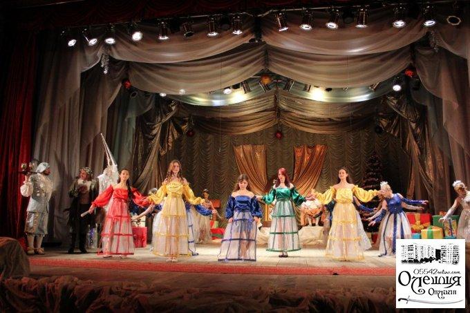 Аматори Центру культури та дозвілля завершили цикл новорічних заходів оригінальним мюзиклом «Горіх Кракотук та Мишачий король»