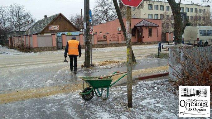 Комунальні служби в Олешках працюють у посиленому режимі (фото)