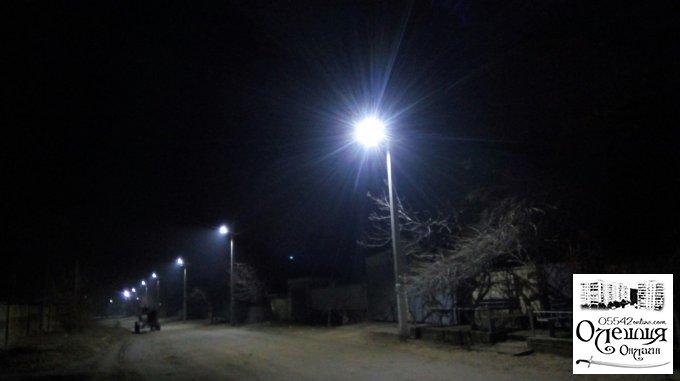 Еще две улицы в Олешках получили современное освещение