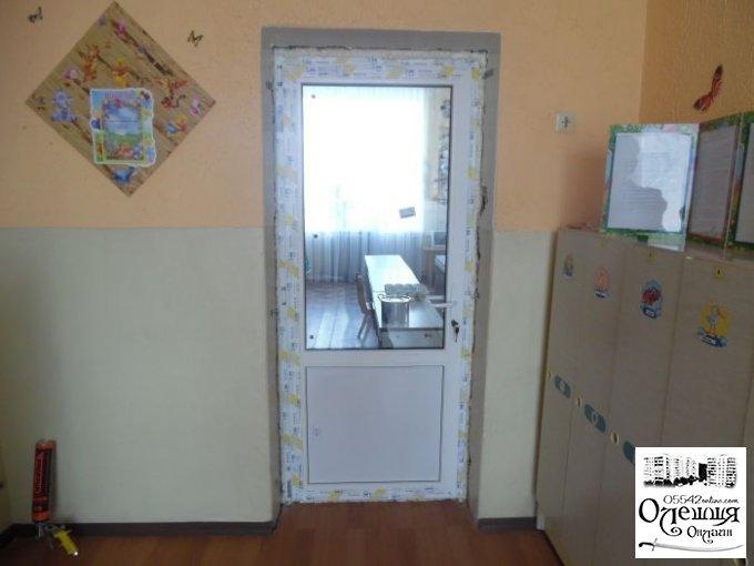 В дитячих садочках міста Олешки продовжують встановлювати пластикові вікна та двері