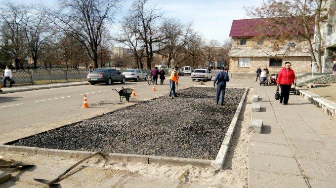 В Олешках продовжують активно ремонтувати дороги