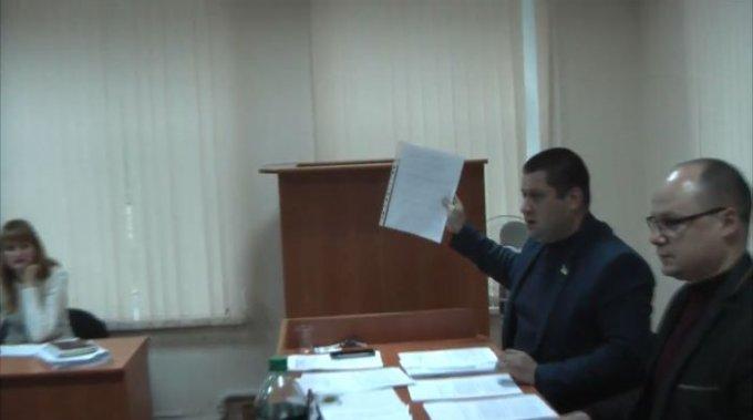 Председатель мандатной комиссии в Олешках фальсифицирует протоколы