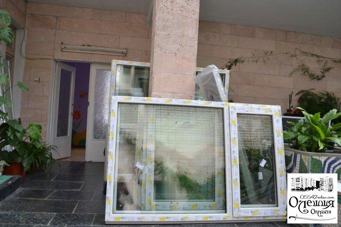 В бюджетних установах міста Олешки встановлюють пластикові вікна