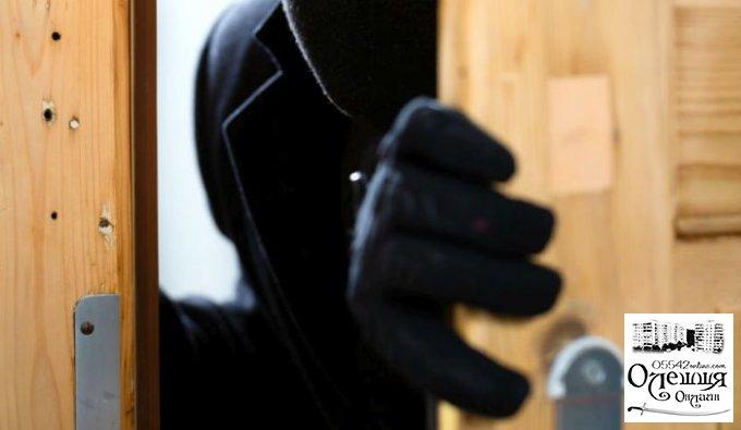 У 80-летней жительницы Олешек неизвестный украл почти 8 тыс. грн.