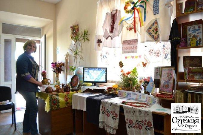 В Олешківській бібліотеці пройшов патріотичний захід до Дня вишиванки