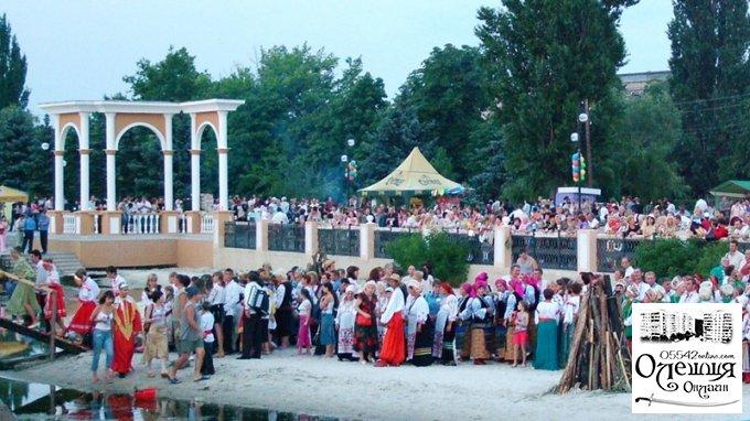 Олешківці запалили купальські зірки у Голій Пристані