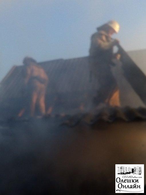 В Олешках врятували будинок від пожежі