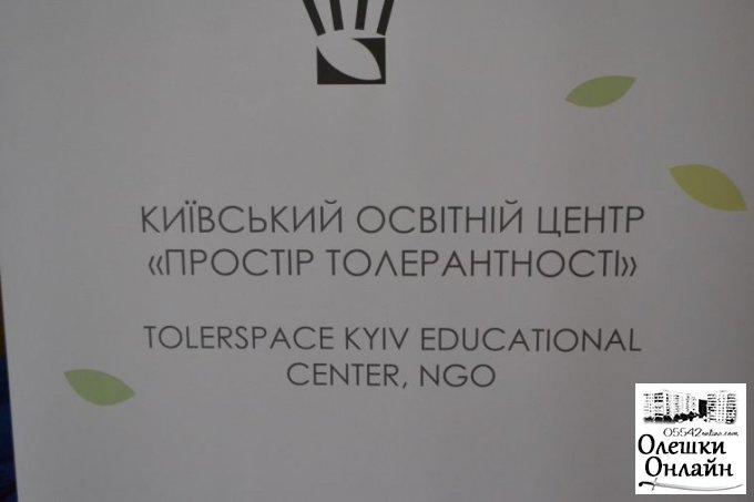 В Олешківській спеціалізованій школі № 2 відбулося відкриття виставки