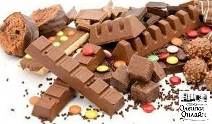 В Олешках грабители, не обнаружив денег в кассе, украли шоколадные батончики